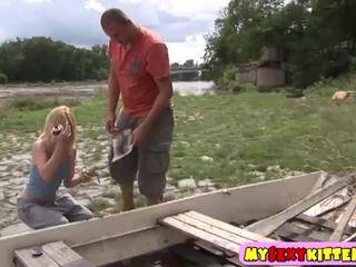 Kecil remaja alat kemaluan wanita kacau outdoors