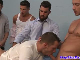 Muscled officehunks sucked off by bloke