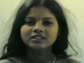 Smart northindian aunty tonen haarzelf fully naakt naar