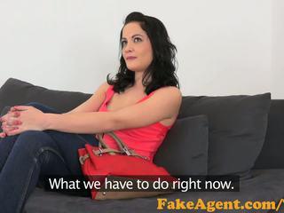 Fakeagent heet amateur met raven haar takes sappig creampie in casting