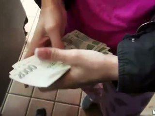 Blondine amateur nailed n cumshot voor cash