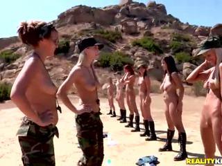 Breanne benson en haar 10 gfs in lesbiennes leger