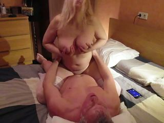 Krievi liels dabas bumbulīši mammīte tania fucks cowgirl: porno 4c