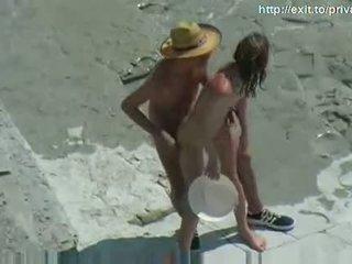 Nud plaja sex fierbinte amator cuplu