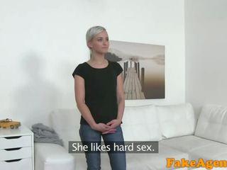 Fake agent nóng ngắn haired cô gái tóc vàng mô hình fucked lược doggy phong cách trên bàn