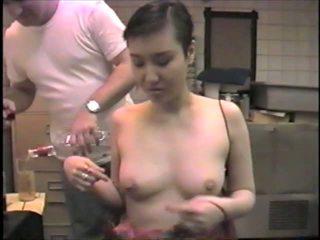 Coreano ex-model slumming esso succhiare dicks in un bar: porno 2b