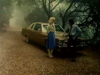 Buttersidedown - blondīne nākamais durvis