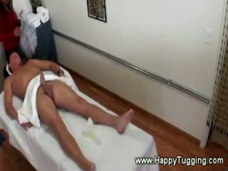 Oriental masseuse sucks ei excitat client