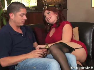 Fiery redhead milf bitch gets banged av unge hunk