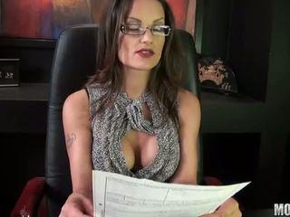 שחרחורת, מזוין, סקס במשרד