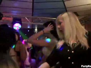 Male strippers verleiden dronken amateur whores