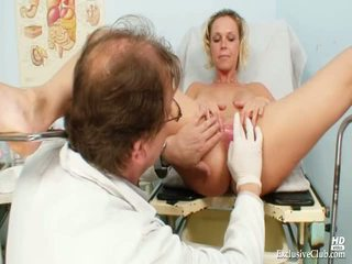 Blondīne gabriela gyno reflektors eksāmens pie ekscentriskas clinic