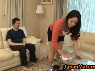 Горещ азиатки милф с голям цици
