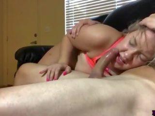 Enorm mees chick diep throat & poesje neuken door persoonlijk trainer deel 2