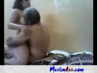 Arab slet geneukt door oud man