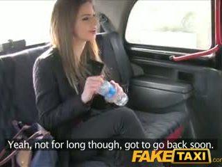 Faketaxi ohromující bruneta takes to od za v taxi sextape