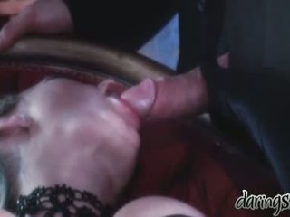Seks kızlar vidoes ne zaman bir adam kiss onları içinde onu ağız