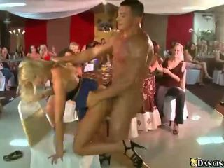 Strangers jāšanās drunken ballīte meitenes