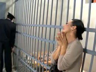 Відео 594 prisoner дружина ебать
