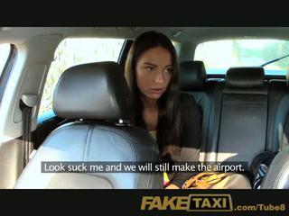 Faketaxi caldi budapest ragazza in taxi airport pompino