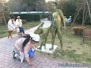 Asijské modelu je a statue getting někteří pohlaví