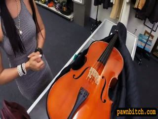 Amatőr picsa sells neki cello és pounded -ban a hátsó szoba