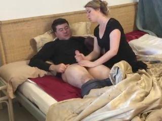 Pamāte gives stepson a handjob pēc vīrs dies - erin electra