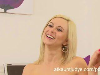 Anna joy gets 角質 と masturbates 後に an インタビュー で ザ· オフィス