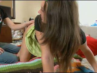حفر في سن المراهقة الهرة, فيديو اباحي في سن المراهقة, حجرة النوم