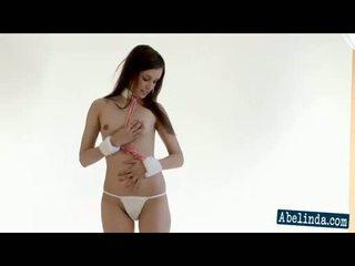 striptease, brune