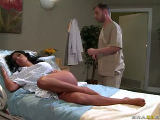 Sienna west gets inpulit greu de medic video