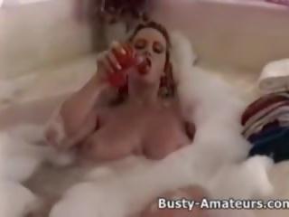 Με πλούσιο στήθος heather παιχνίδι αυτήν μουνί επί bathtub: ελεύθερα πορνό 5a