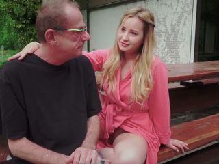Tini lánya szar mert disturbing lépés régi apu -től