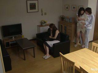 Milf gets geneukt terwijl haar vriend tapes het
