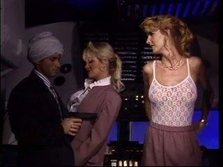 Arab среща two горещ стюардеса и майната и двете на тях докато в въздух planes