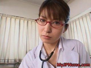 Smut mov infermiere i ri e ëmbël