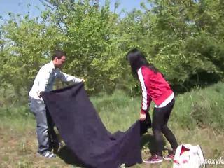 Adolescenta nikki gets inpulit și jizzed outdoors