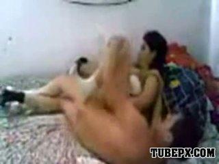 Arab destroys henne wife's fittor