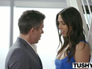 Tushy natuurlijk brunette anna morna tries anaal