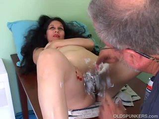 Simpatiska pieauguša latina gets viņai vāvere noskūtas