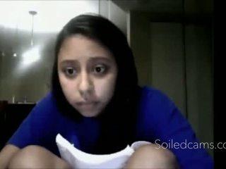 Νέος λατίνα fingers τον εαυτό της επί σπέρμα -more δοντιών στο soiledcams.com