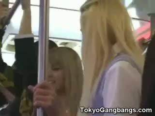Valge coeds sisse tokyo subway!