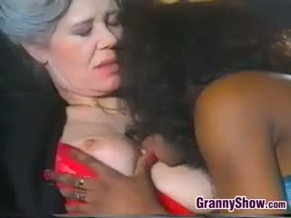 Lesbisch oma loves lief zwart poesje