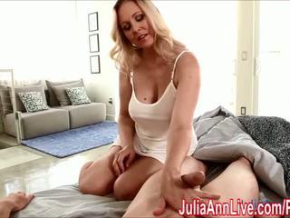 Seksi milf julia ann gives memainkan kontol dengan tangan untuk wake dia naik! - porno video 551