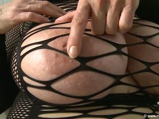 büyük göğüsleri, büyük memeler, fishnet