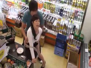 Qué es la nombre de la último chica? caliente asiática adolescente público amateur sexo en tienda