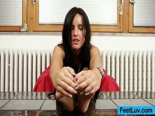 Drobne laska sharon licks jej bare stopy