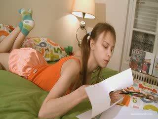 かわいい ガールフレンド doing 意地の悪い homework