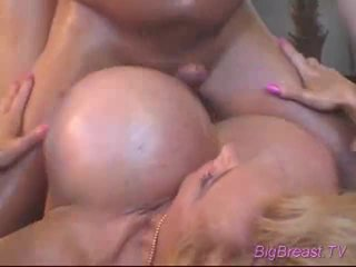 Bigtitted dame acquires fodido