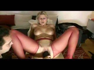 Blondi vaimo loves painful penetration video-